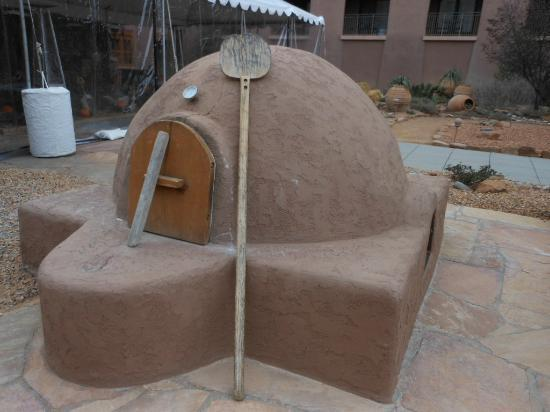 Hyatt Regency Tamaya Resort & Spa: Working outdoor oven. Check schedule for when you can taste the bread as it comes out the oven!