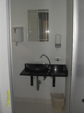 Hostal Poblado Park: bathroom for dormitory