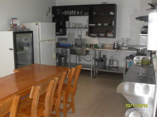 Hostal Poblado Park: kitchen