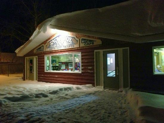 Snowshoe Inn (NWT) Ltd : The entrance to the Inn's Cafe and gift shop