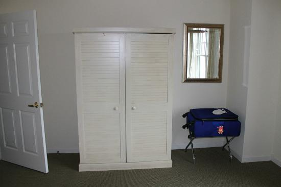 Wyndham Long Wharf Resort: this is the closet, no drawers either
