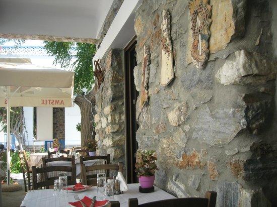 Yiayiaka's Kitchen: taverna giagiakas