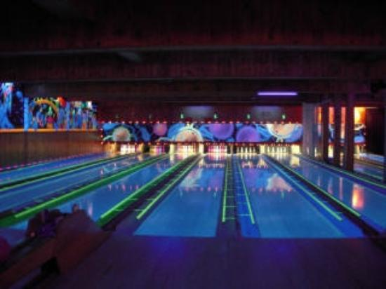 ibowl.ca Family Fun Center