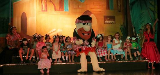 Melia Vacation Club Puerto Vallarta: Kids Pirate Show...Great Entertainment Staff:)