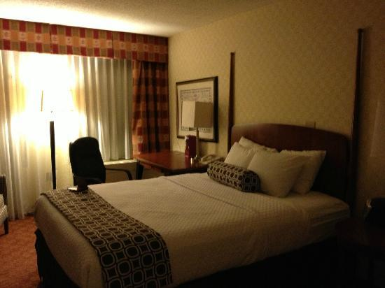 Crowne Plaza Harrisburg-Hershey: Bed