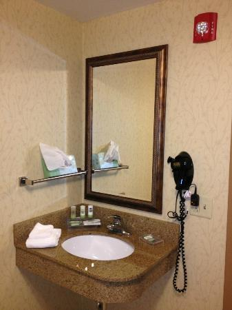 Country Inn & Suites By Carlson, Harrisburg Northeast (Hershey) : Bathroom