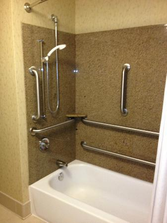 Country Inn & Suites By Carlson, Harrisburg Northeast (Hershey) : Tub