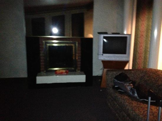 Cove Haven Resort: Fireplace
