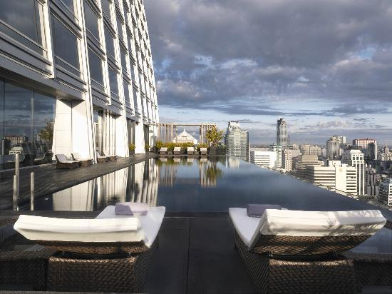 The Okura Prestige Bangkok: Cantilevered Infinity Pool