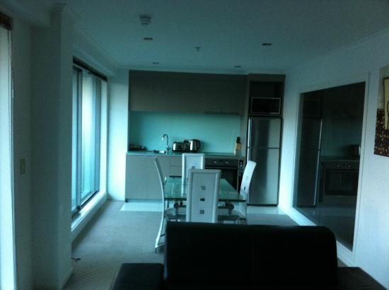 Distinction Wellington, Century City Hotel: Self contained kitchen & dining area