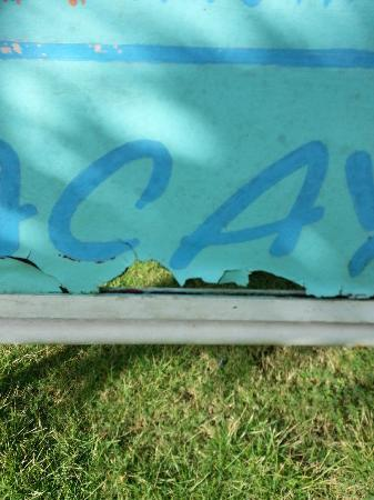 Hotel Acaya: main sign to building - paint chipping away