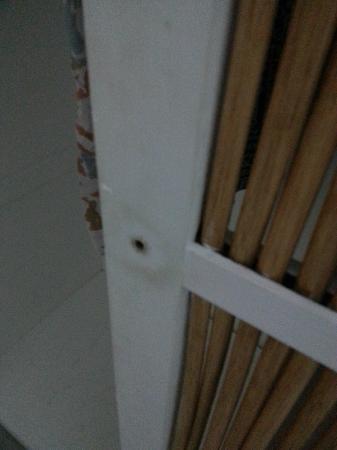 Hotel Acaya: nob missing from cabinet in bedroom