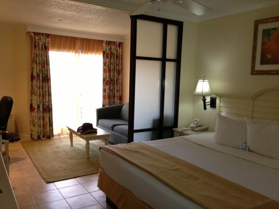 Comfort Suites Paradise Island: king size bedroom