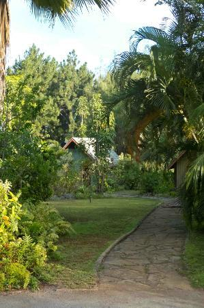 Atiu Villas: The villas are nestled amongst the beautiful gardens