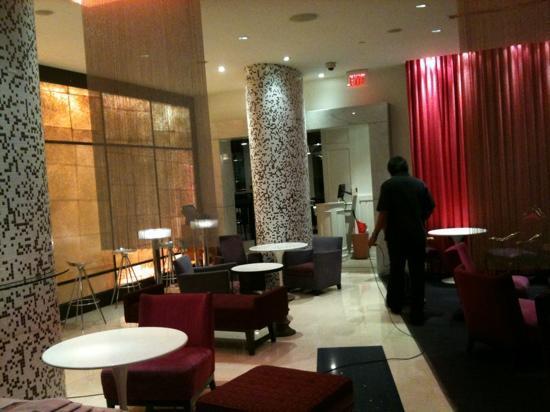 Opus Hotel: lobby