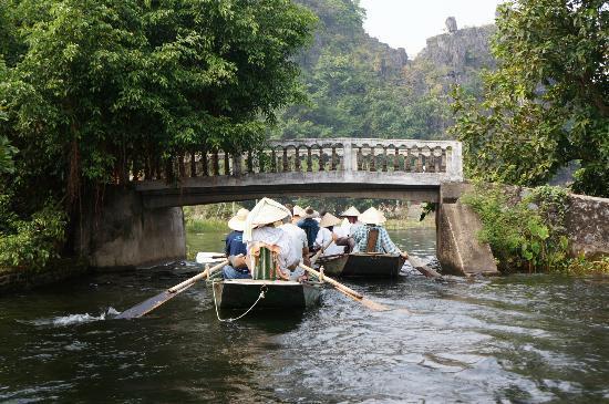 Hoa Lu - Tam Coc Day Tour: river trip