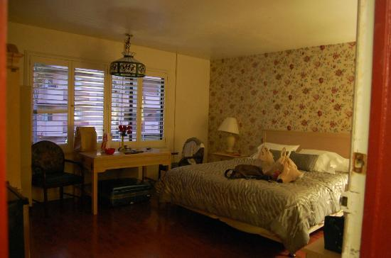 Hollywood Cityview Inn & Suites: room