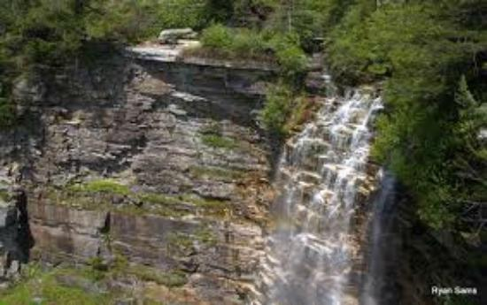 Shawangunk Mountains: Falls to the Valley