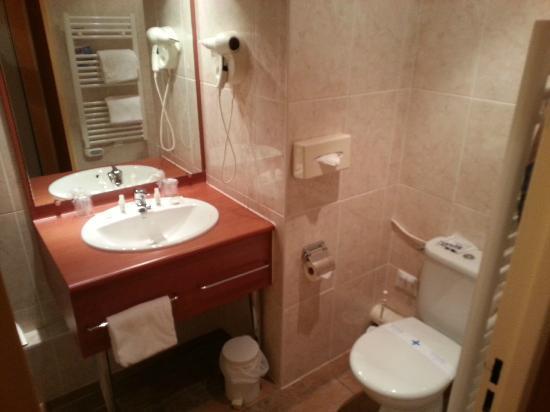Kyriad Tours - Saint Pierre Des Corps - Gare: salle de bains