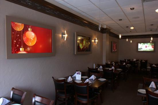 Atmosfere Restaurant: Photo screens on wall