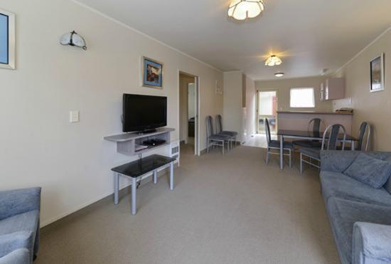 Geneva Motor Lodge: 2 Brm Unit Lounge/Kitchen