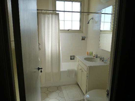 The Scarlet Huntington: bathroom view from doorway