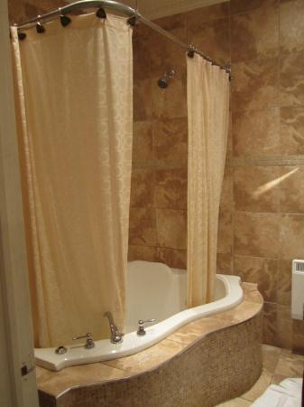 Hotel Kutuma: Shower
