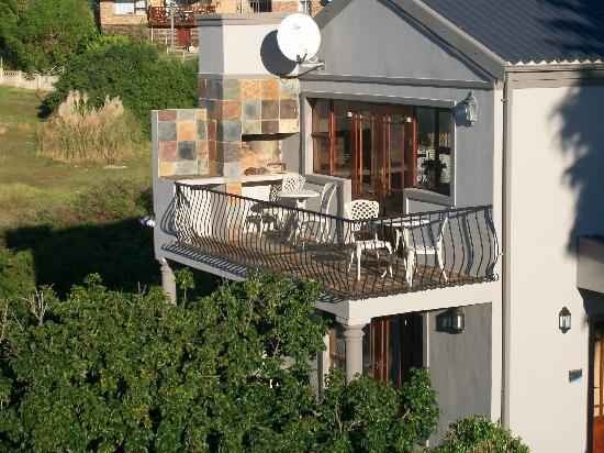 Sea Whisper Guest House & Self Catering: Outdoor Breakfast Patio