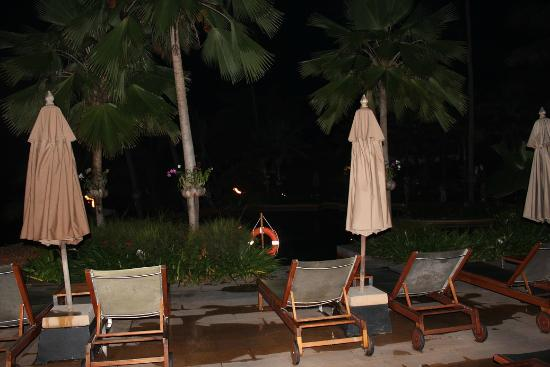 Anantara Bophut Koh Samui Resort : pool area @ night