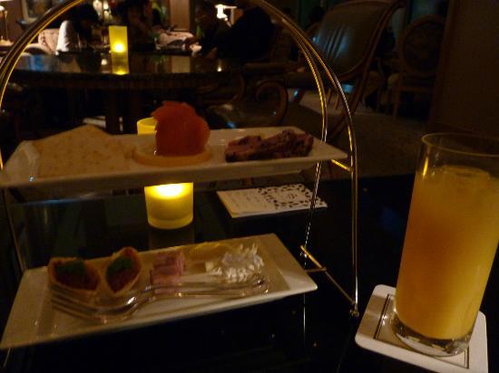 Yokohama Royal Park Hotel: オードブルのサービスです 