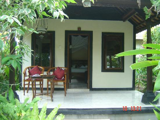 Sama's Cottages and Villas: Bungalow verandah - just gorgeous.