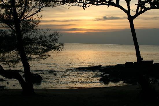 Mango Bay Resort: Uitzicht vanaf de veranda van onze hut