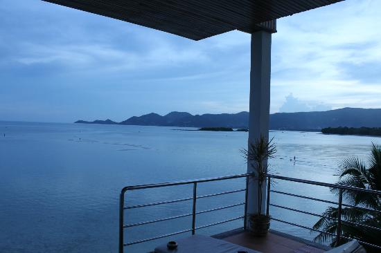 Samui Island Beach Resort and Hotel: View towards chaweng