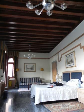 Foscari Palace: spacious room