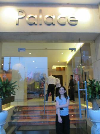 Palace Hotel Saigon: entrance