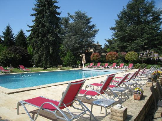 Les Maritonnes: La grande piscine extérieure