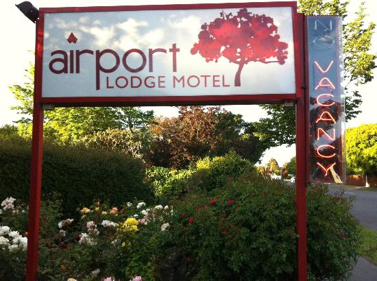 Airport Lodge Motel: Motel Signboard