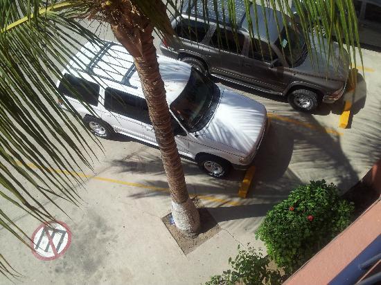 Estancia Real Los Cabos: MUY SEGURO ESTACIONAMIENTO