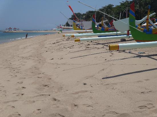 Sanur, Indonésie : Пляж Pantai Sindhu