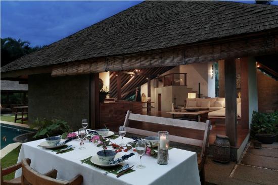Villa Sin Sin: Romantic outdoor dinning
