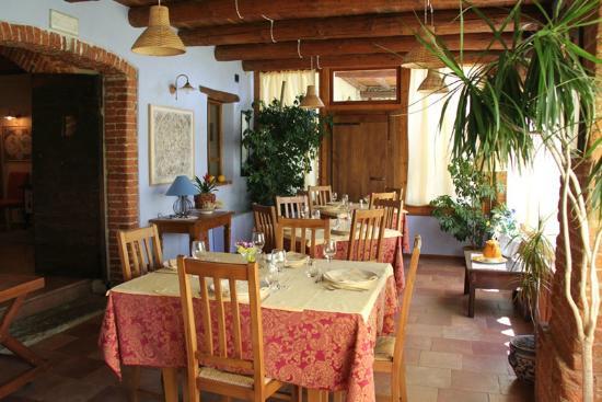 Villar San Costanzo, Ιταλία: Il dehor con panorama sulla bisalta