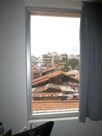 favehotel Braga: Outside scenery - dirty tile roof