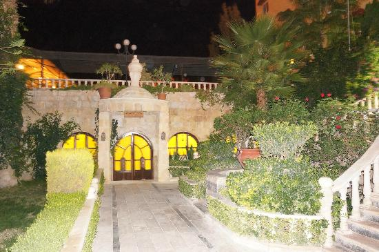 Amra Palace Hotel: Pool & sauna entrance