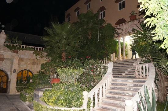 Amra Palace Hotel: Hotel main entrance