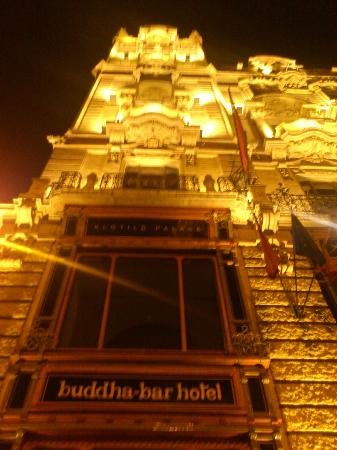 Buddha-Bar Hotel Budapest Klotild Palace: Buddah-Bar by night