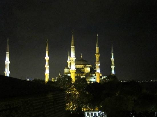 Ibrahim Pasha Hotel: view of Blue Mosque from roof terrace