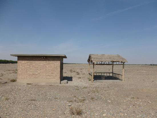 Wei-Jin Tombs : Outside