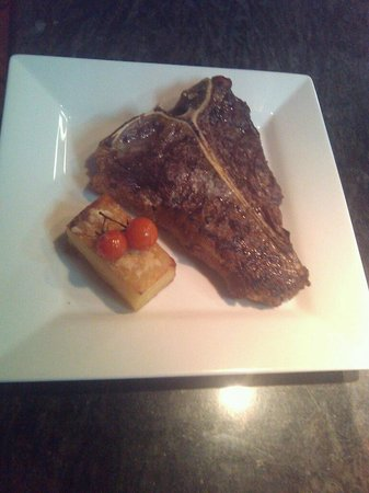 Yaroomba, ออสเตรเลีย:                                     T-Bone at the Palmer Grill....Yummo