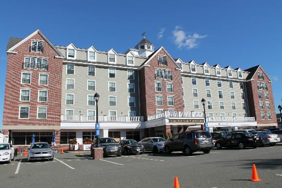 The Salem Waterfront Hotel & Suites: Esterno