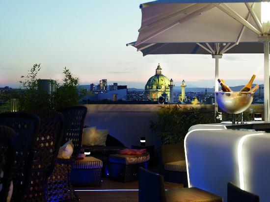 The Ritz-Carlton, Vienna: Atmosphere Rooftop Bar & Lounge